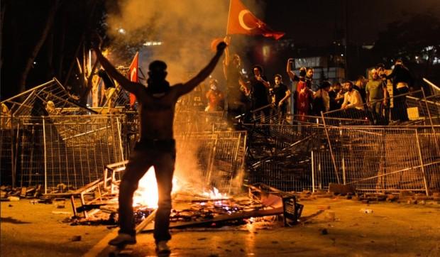 Photo of Tre vatra zjarri në botën myslimane