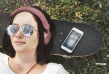 Photo of Pse muzika që dëgjojmë në adoleshencë, qëndron me ne përgjithmonë?